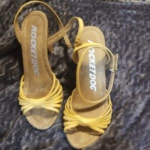 Rocket dog butter yellow sandals sz 10m